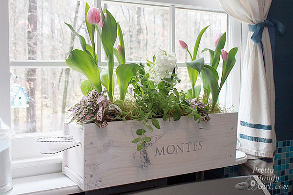 DIY-wood-crate-flower-holder